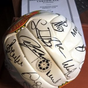Manchester United Team autographed ball
